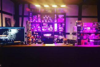 Ein Bild das einen gut sortierten Pyro shop zeigt